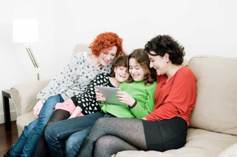 Lezbijska zavodi baby sitter